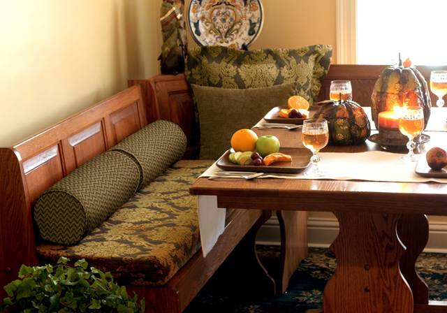 Kitchen cushions: Custom banquette & chair cushions add trendy style