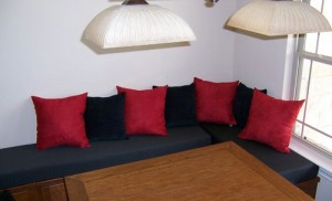 Kitchen cushions - Custom banquette cushions add trendy style