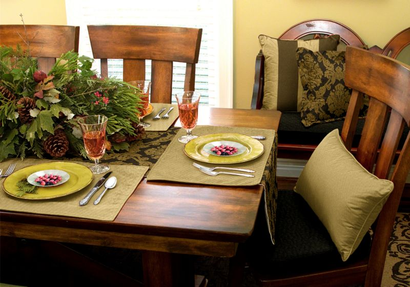 Christmas decorating: Gilded holiday tablescape
