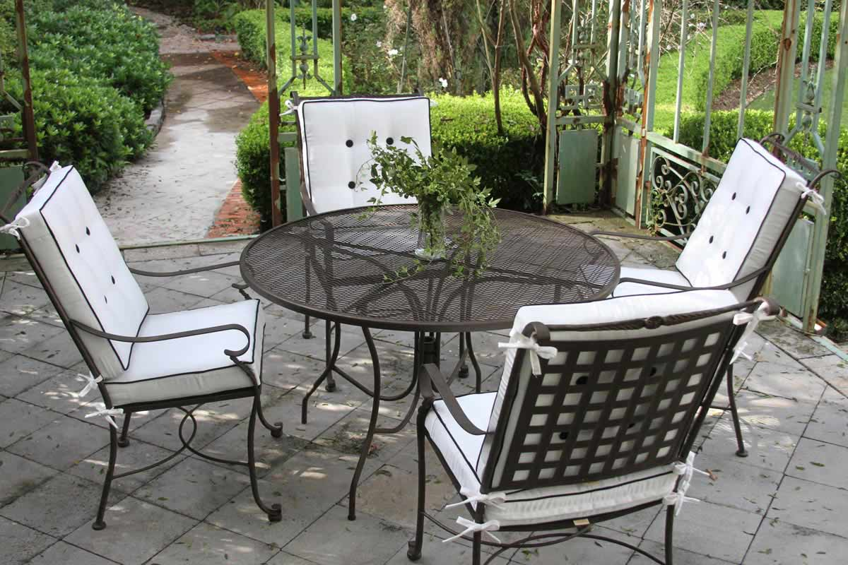 Black and White Outdoor Seating