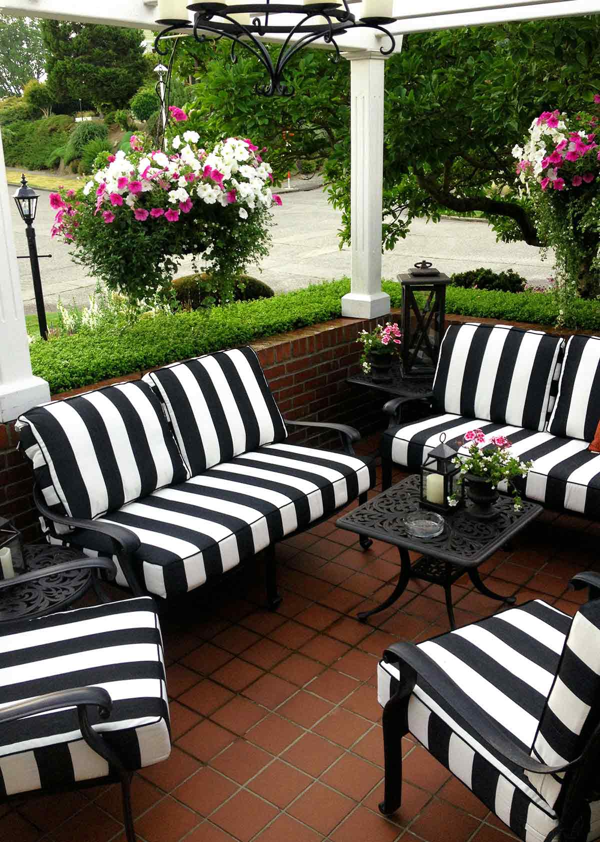 How to Add fort to Your Outdoor Space with Deep Seating